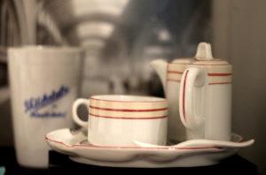 Raumsparendes Kaffeegedeck