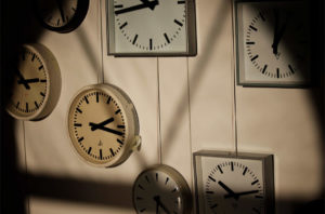 Raumzeit Bahnhof Beucha - Uhrenensemle