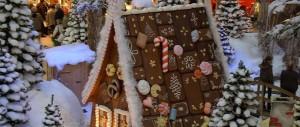 Weihnachtsdekoration, Einkaufscenter, Hexenhaus, Lebkuchenhaus.